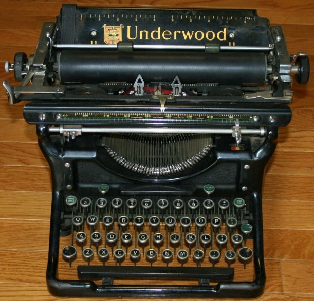 Underwood_No_6_Desktop_Manual_Typewriter_1937_001
