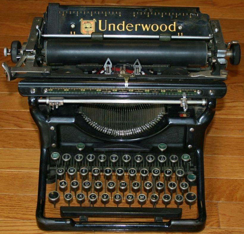Underwood_No_6_Desktop_Manual_Typewriter_1937_001